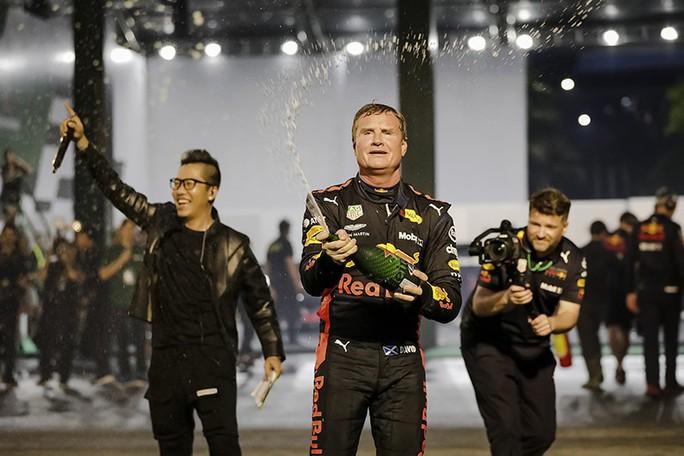 Huyền thoại David Coulthard và đội đua F1  mang gì đến trình diễn tại Việt Nam? - Ảnh 1.