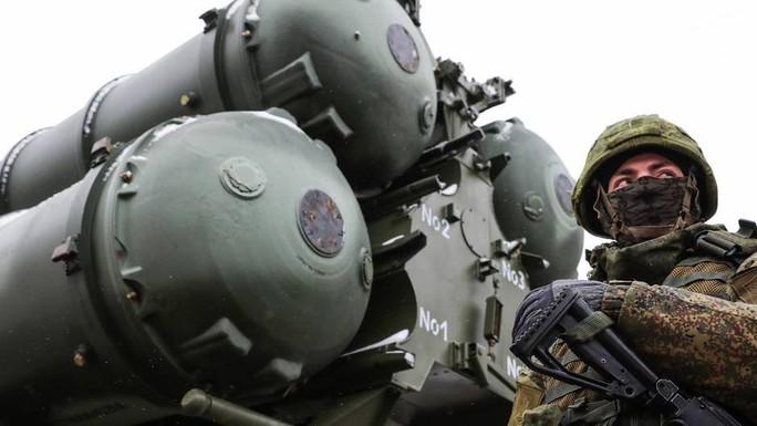 Cơn ác mộng của NATO S-400 đủ sức hạ máy bay tàng hình - Ảnh 1.
