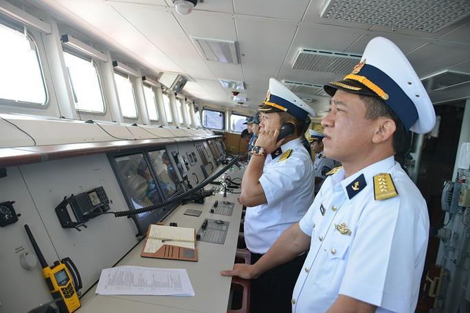 2 tàu hộ vệ tên lửa Đinh Tiên Hoàng và Trần Hưng Đạo thăm Trung Quốc - Ảnh 2.