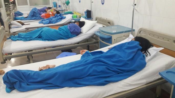 Điều tra vụ 14 du khách Lào nhập viện nghi do bị ngộ độc thực phẩm - Ảnh 1.