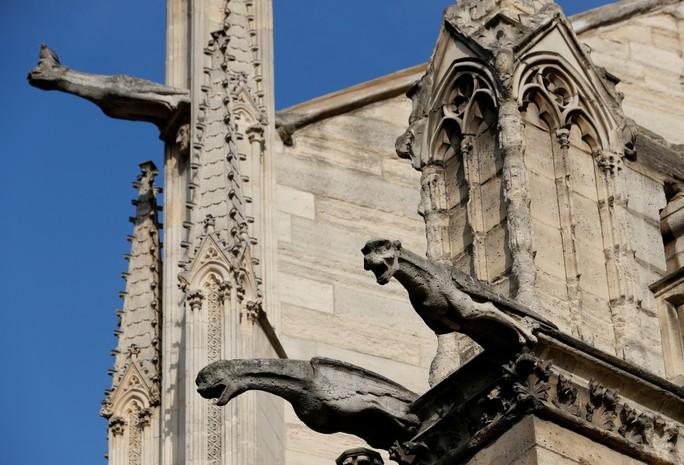 Những gì còn sót lại sau vụ cháy Nhà thờ Đức Bà Paris? - Ảnh 2.