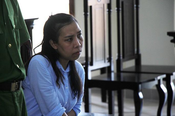 Thay đổi tội danh, cựu nhà báo vòi tiền gỡ bài bị tuyên 4 năm tù - Ảnh 1.