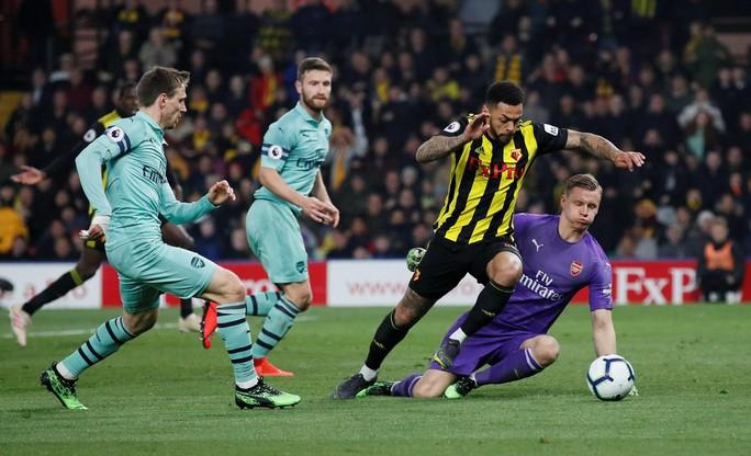 Thủ môn Watford tặng bàn thắng hy hữu, Arsenal vào Top 4 - Ảnh 9.