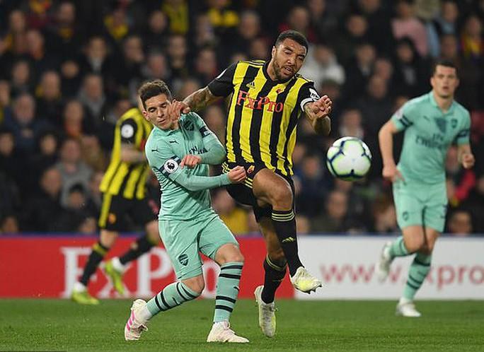 Thủ môn Watford tặng bàn thắng hy hữu, Arsenal vào Top 4 - Ảnh 5.