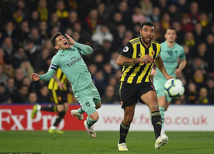 Thủ môn Watford tặng bàn thắng hy hữu, Arsenal vào Top 4 - Ảnh 6.