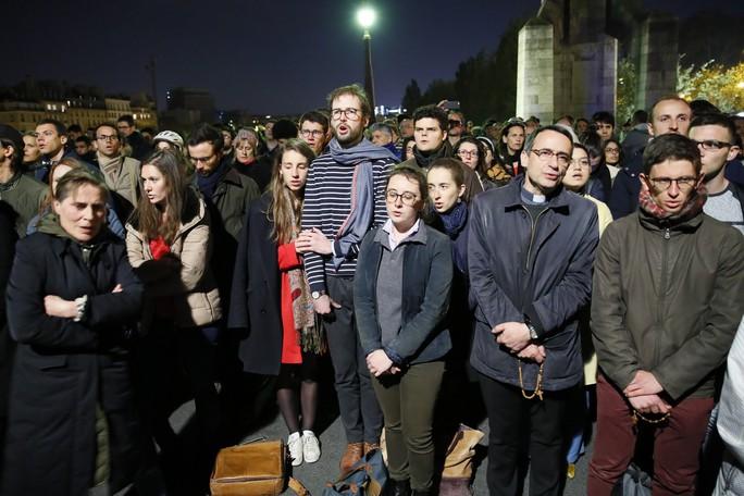 Cháy Nhà thờ Đức Bà Paris: Các lãnh đạo thế giới đề nghị hỗ trợ Pháp - Ảnh 3.
