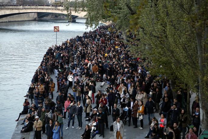 Cháy Nhà thờ Đức Bà Paris: Các lãnh đạo thế giới đề nghị hỗ trợ Pháp - Ảnh 4.