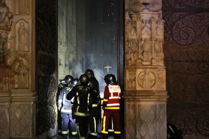 Cháy Nhà thờ Đức Bà Paris: Các lãnh đạo thế giới đề nghị hỗ trợ Pháp - Ảnh 5.