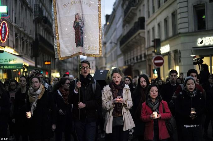 Mất mát không thể bù đắp khi Nhà thờ Đức Bà Paris bị cháy - Ảnh 7.