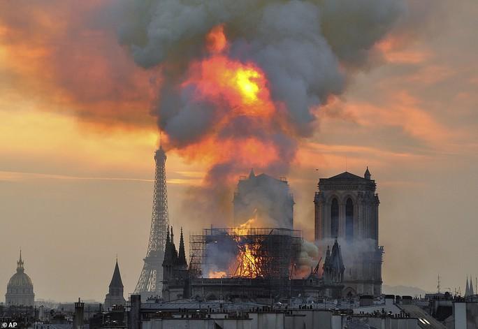 Mất mát không thể bù đắp khi Nhà thờ Đức Bà Paris bị cháy - Ảnh 1.