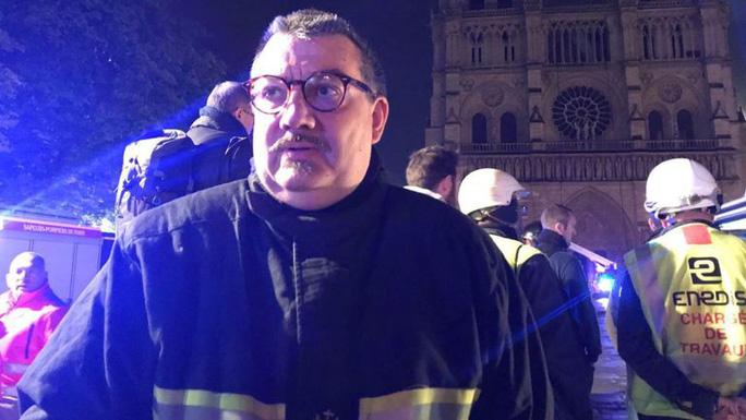 """Cháy Nhà thờ Đức Bà Paris: Linh mục Pháp được ca ngợi """"người hùng"""" là ai? - Ảnh 2."""