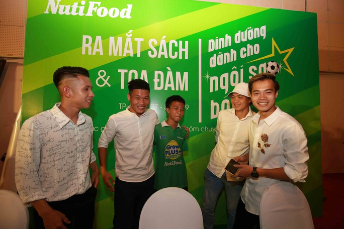 Giải mã tốc độ của Văn Toàn ở siêu phẩm vào lưới Than Quảng Ninh - Ảnh 1.