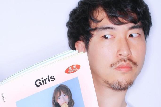 Nhiếp ảnh gia danh tiếng ngồi tù vì quấy rối tình dục người mẫu - Ảnh 1.