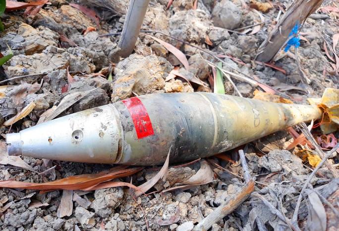 Mua cát về xây nhà thì tá hỏa phát hiện có quả bom - Ảnh 1.