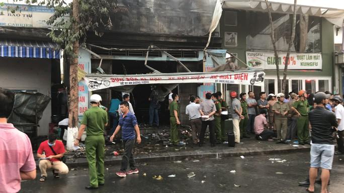 Vụ hỏa hoạn làm 3 người chết: Các nạn nhân mắc kẹt trên gác lửng - Ảnh 1.