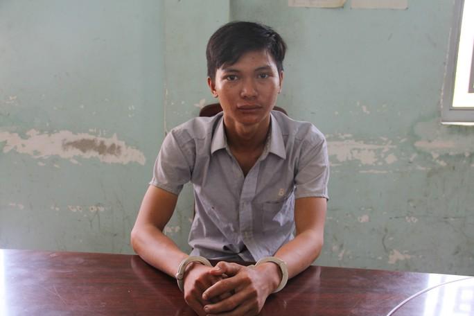 Tây Ninh: Thanh niên nhẫn tâm lập kế cướp xấp vé số trên tay cụ bà - Ảnh 1.