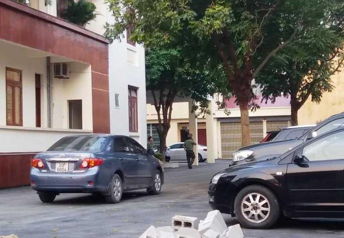Nhiều cán bộ công an xuất hiện tại trụ sở Thanh tra tỉnh Thanh Hóa - Ảnh 3.