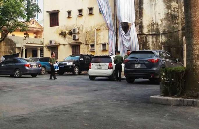 Nhiều cán bộ công an xuất hiện tại trụ sở Thanh tra tỉnh Thanh Hóa - Ảnh 4.