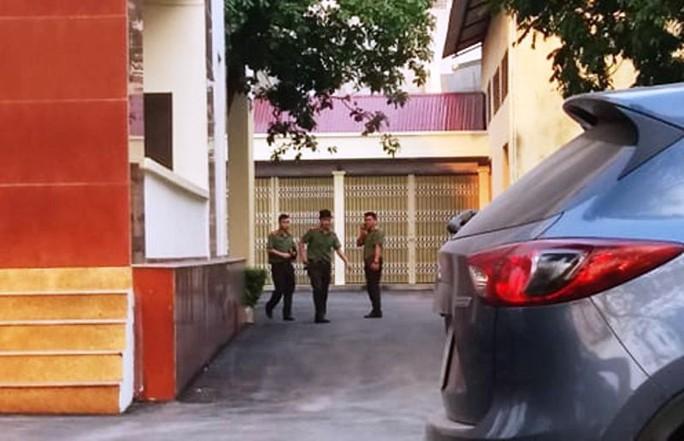 Nhiều cán bộ công an xuất hiện tại trụ sở Thanh tra tỉnh Thanh Hóa - Ảnh 2.
