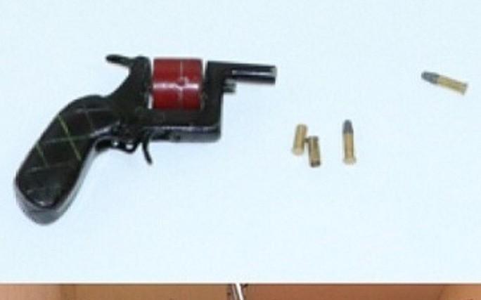 Bắt 11 đối tượng chặn xe ô tô hỗn chiến, súng nổ trên Quốc lộ 1 A - Ảnh 3.