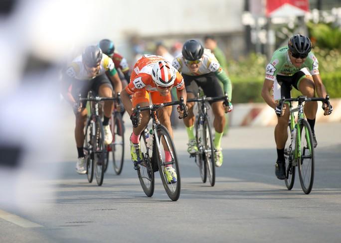 Giải xe đạp Cúp Truyền hình TP HCM: Lê Văn Duẩn có chiến thắng đầu tiên - Ảnh 3.