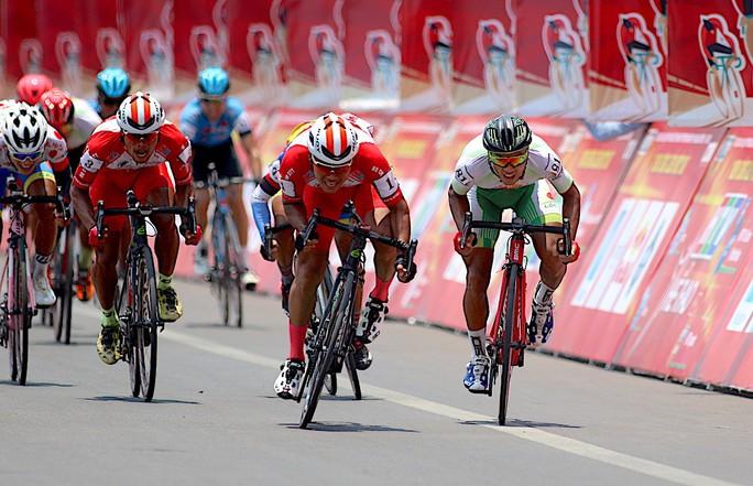 Giải xe đạp Cúp Truyền hình TP HCM: Lê Văn Duẩn có chiến thắng đầu tiên - Ảnh 1.