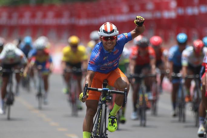 Giải xe đạp Cúp Truyền hình TP HCM: Lê Văn Duẩn có chiến thắng đầu tiên - Ảnh 2.