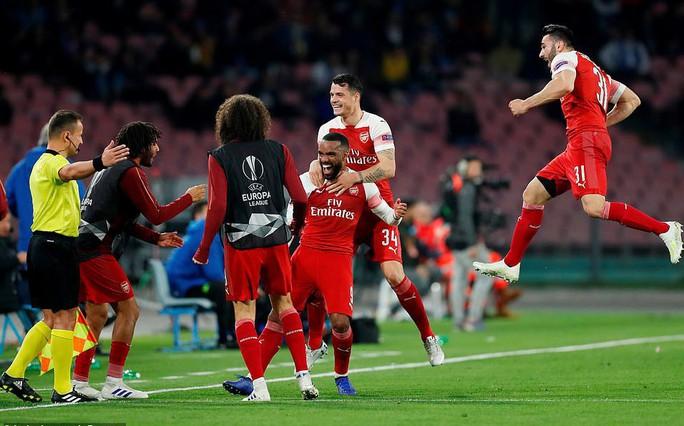 Rượt đuổi 7 bàn, Chelsea suýt trả giá đắt tại Europa League - Ảnh 8.