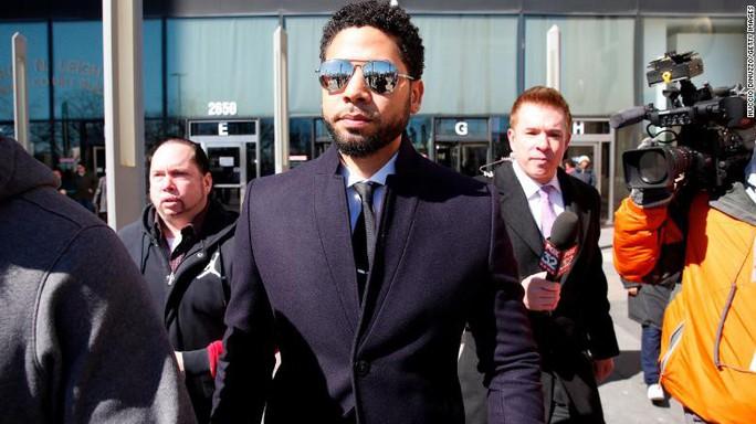 Cảnh sát Chicago biểu tình vì vụ diễn viên thuê người hành hung mình - Ảnh 3.
