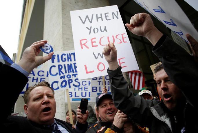 Cảnh sát Chicago biểu tình vì vụ diễn viên thuê người hành hung mình - Ảnh 1.