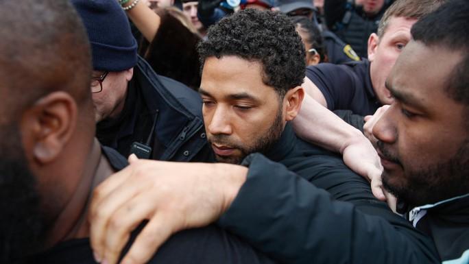 Cảnh sát Chicago biểu tình vì vụ diễn viên thuê người hành hung mình - Ảnh 2.
