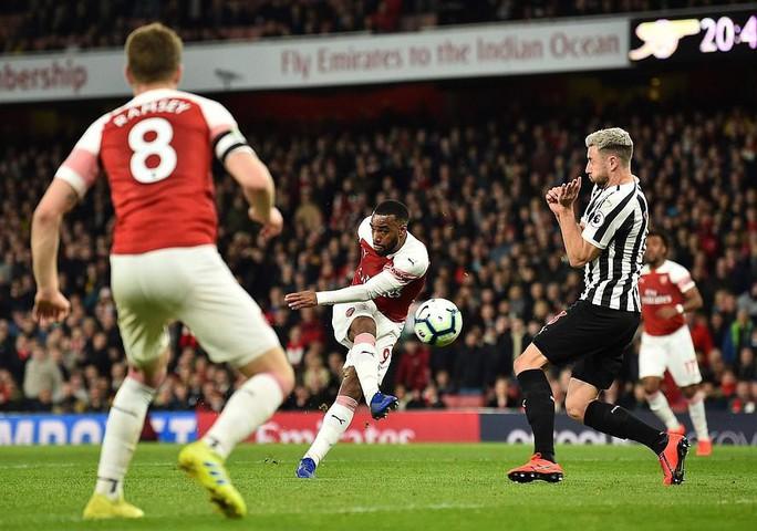 Thắng trận thứ 10 liên tiếp sân nhà, Arsenal bay vào Top 3 Ngoại hạng - Ảnh 3.