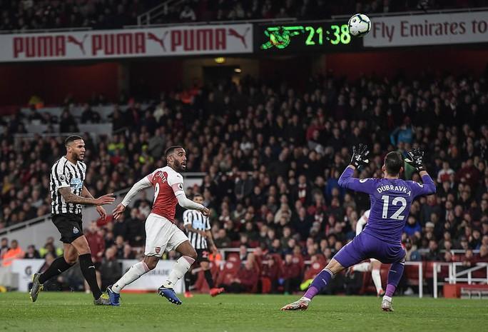 Thắng trận thứ 10 liên tiếp sân nhà, Arsenal bay vào Top 3 Ngoại hạng - Ảnh 4.