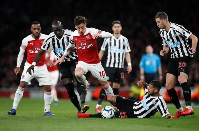 Thắng trận thứ 10 liên tiếp sân nhà, Arsenal bay vào Top 3 Ngoại hạng - Ảnh 5.