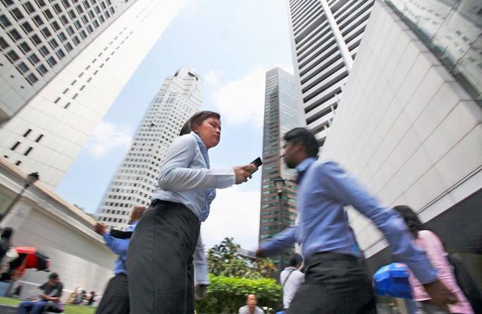 Các mạng xã hội lo ngại trước luật chống tin giả mới của Singapore - Ảnh 1.