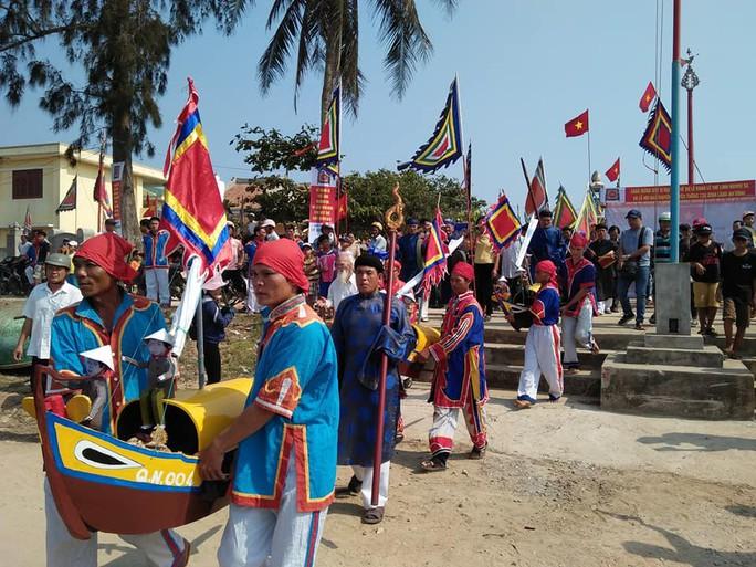 Thiêng liêng Lễ khao lề tri ân hùng binh Hoàng Sa ở Lý Sơn - Ảnh 2.