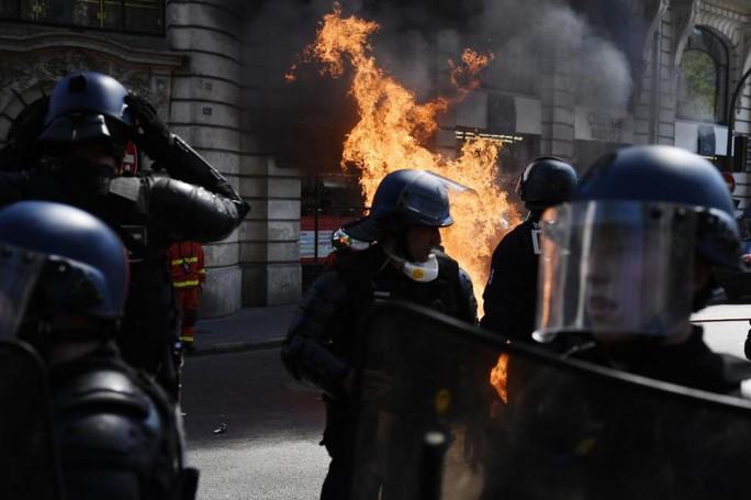 Pháp: Biểu tình lan rộng sau vụ cháy Nhà thờ Đức Bà Paris - Ảnh 2.