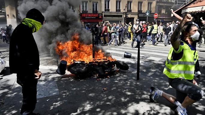 Pháp: Biểu tình lan rộng sau vụ cháy Nhà thờ Đức Bà Paris - Ảnh 3.