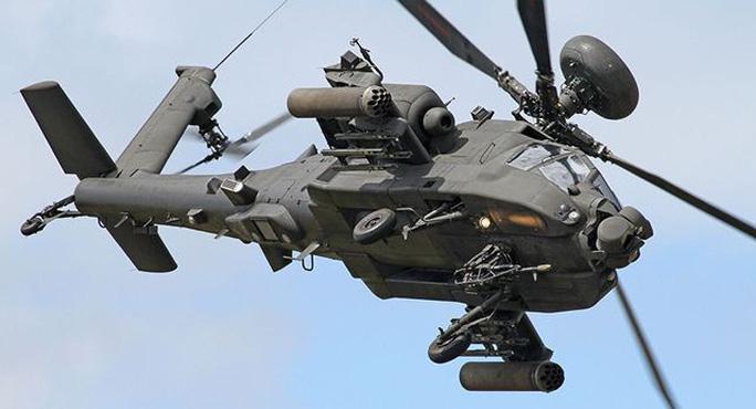 Anh điều trực thăng chiến đấu đến gần biên giới Nga - Ảnh 1.