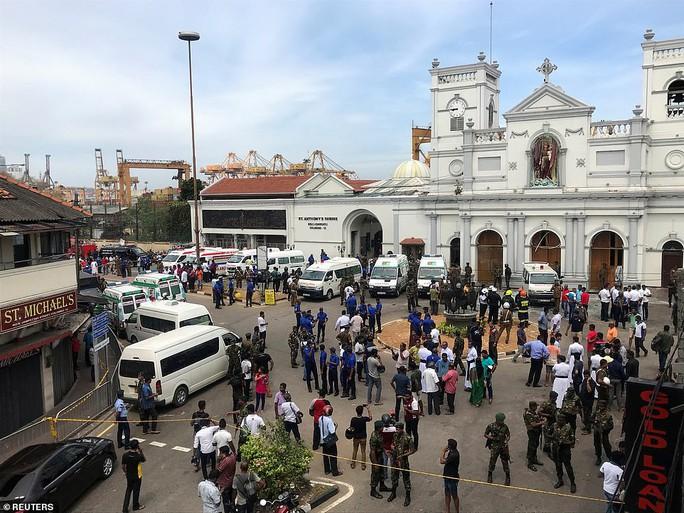Sri Lanka: Nhà thờ và khách sạn bị đánh bom, ít nhất 138 người chết - Ảnh 3.