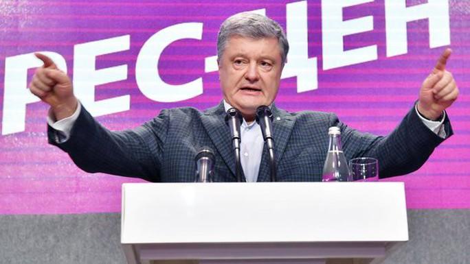 Bầu cử Ukraine: Tổng thống Poroshenko bị diễn viên hài đánh bại - Ảnh 2.
