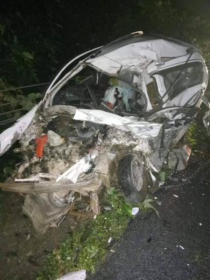 Xe khách tông trực diện xe con, 2 người tử vong kẹt trong xe - Ảnh 3.