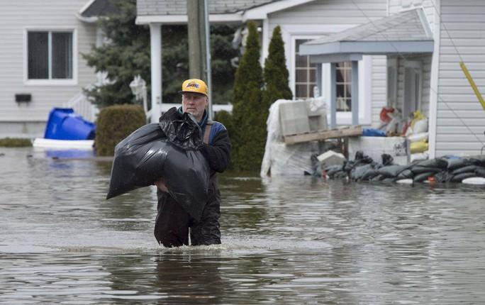 Canada hứng lũ lụt nặng chưa từng thấy - Ảnh 2.