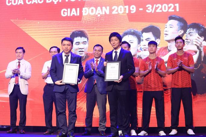 Dàn sao đội tuyển Việt Nam rạng rỡ trong ngày có nhà tài trợ mới - Ảnh 1.