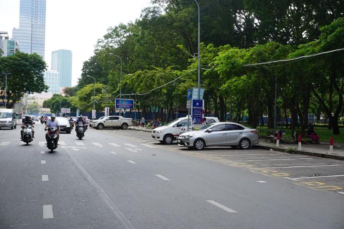 TP HCM: Thanh niên xung phong sẽ chủ trì thu phí ôtô đậu dưới lòng đường - Ảnh 2.