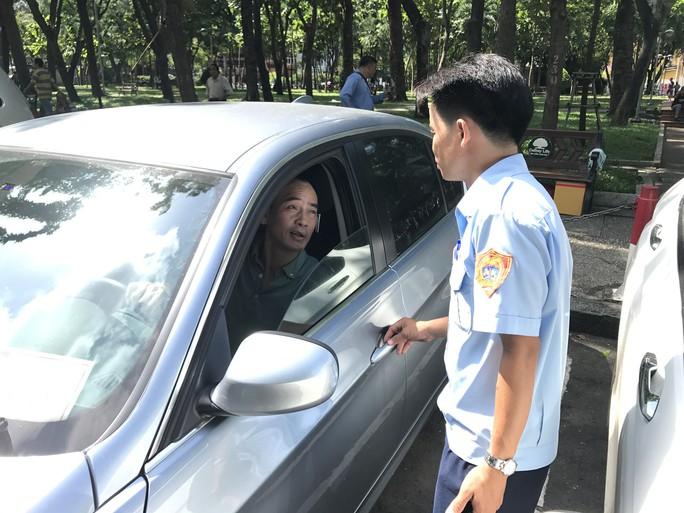 TP HCM: Thanh niên xung phong sẽ chủ trì thu phí ôtô đậu dưới lòng đường - Ảnh 1.