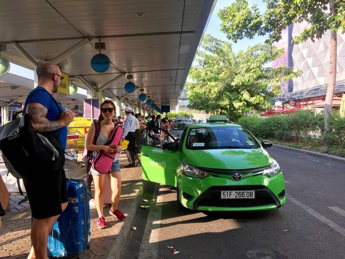 ACV được tiếp tục thu phí ôtô đón trả khách ở 21 sân bay - Ảnh 1.