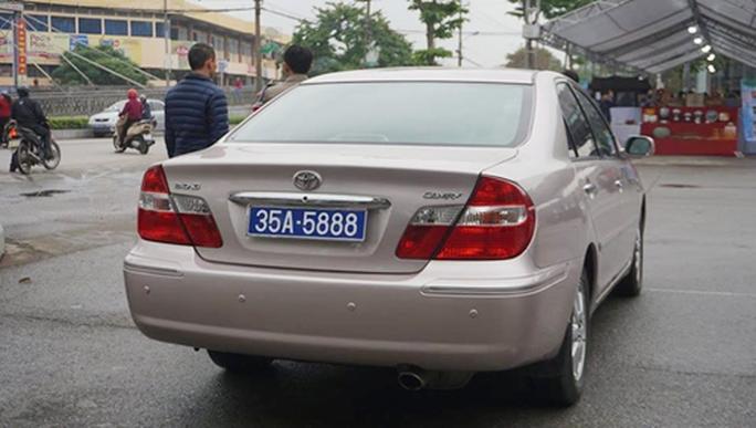 Vụ chủ tịch HĐND tỉnh Ninh Bình đi xe biển 80B: Thu hồi cả 2 xe biển xanh - Ảnh 2.