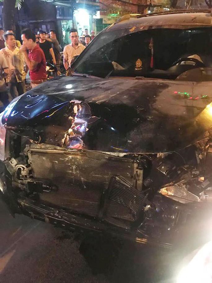 Xe điên gây tai nạn liên hoàn trên phố, nhiều người thương vong - Ảnh 3.
