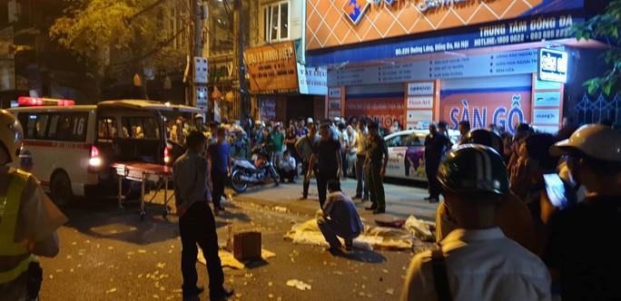Xe điên gây tai nạn liên hoàn trên phố, nhiều người thương vong - Ảnh 1.